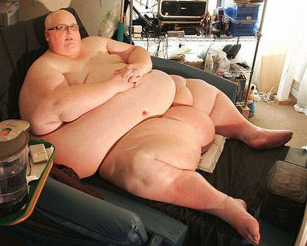 1日に2万キロカロリー摂取していたころの Mason 氏(出典:Daily Mirror)