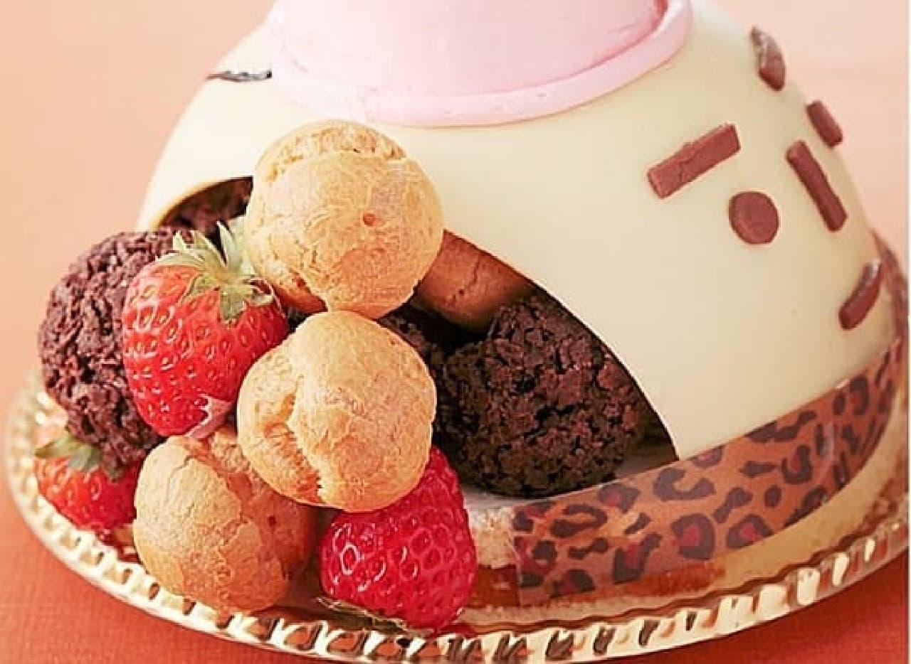 雪だるまの中にはサクサクチョコ、苺、シュークリーム  顔は凛々しく、中身は甘い?