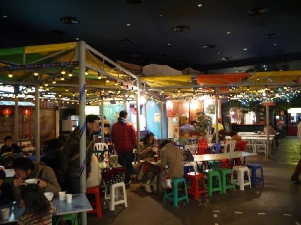アジアの食堂のような雰囲気です