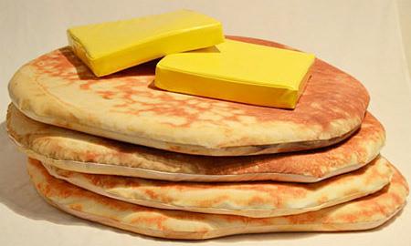 パンケーキ型のクッション「Pancake Floor Pillows 」