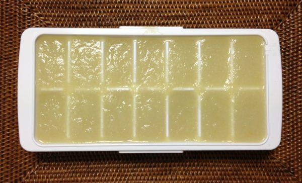 たまねぎ約1kgで、この製氷皿約2枚分作れる