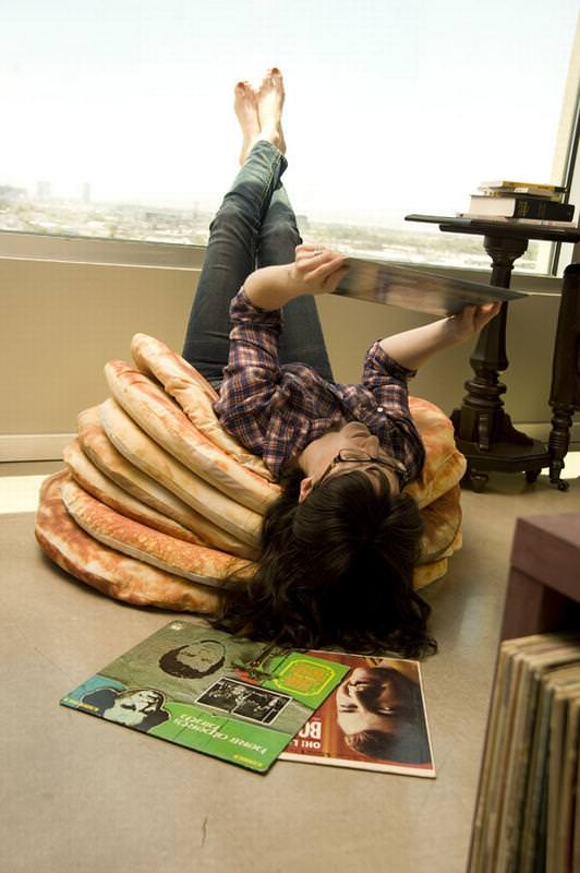 「Pancake Floor Pillows」の使用例