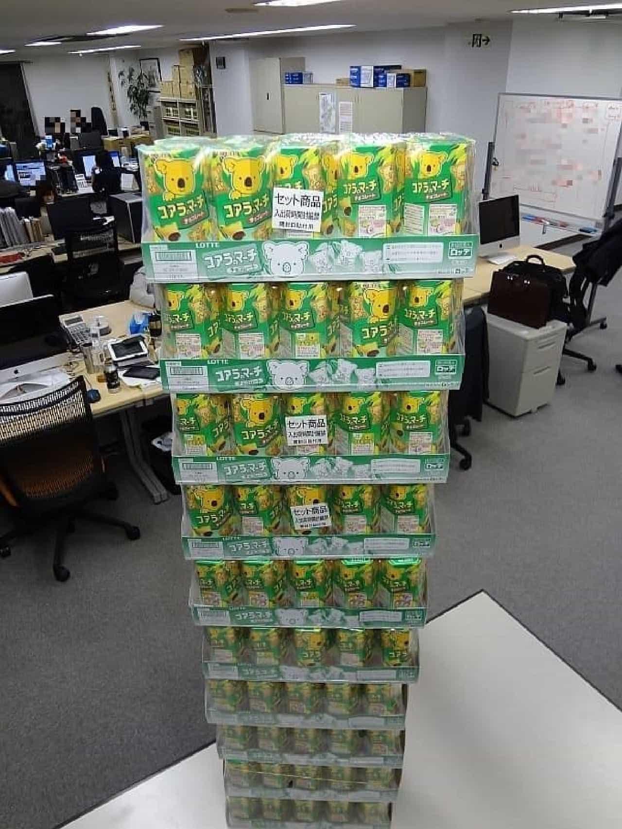 コアラのマーチ100箱がどどーんと到着!