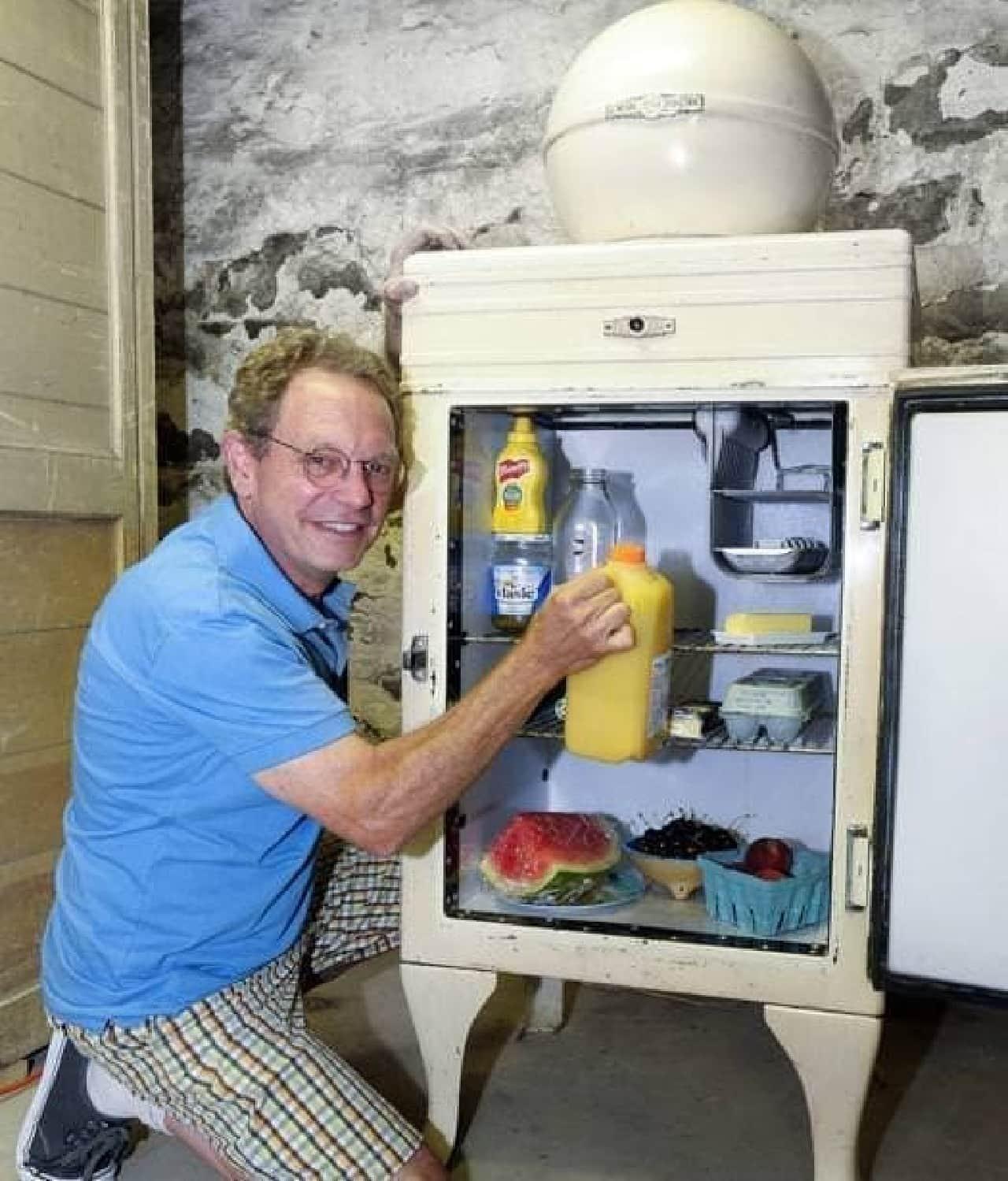 冷蔵庫の所有者 Mark Vail さん(出典:New York Post)
