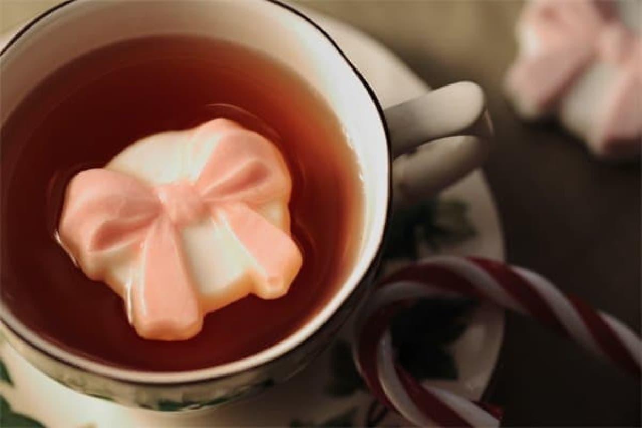 紅茶に浮かべると、リボンのティーアートが楽しめる