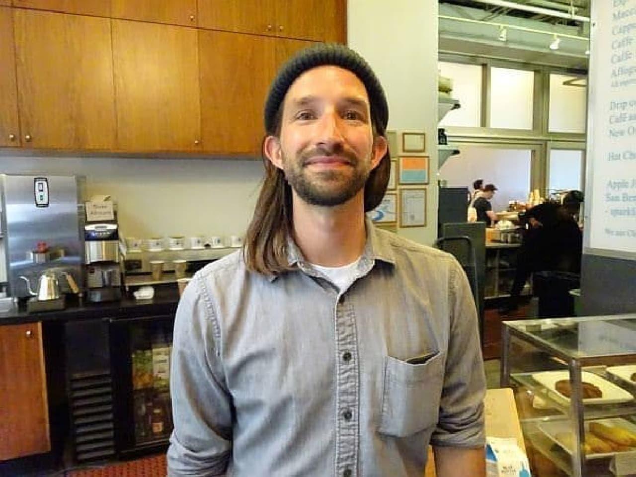 フェリービルディング店で Assistant Manager を務める Andrew Curry さん