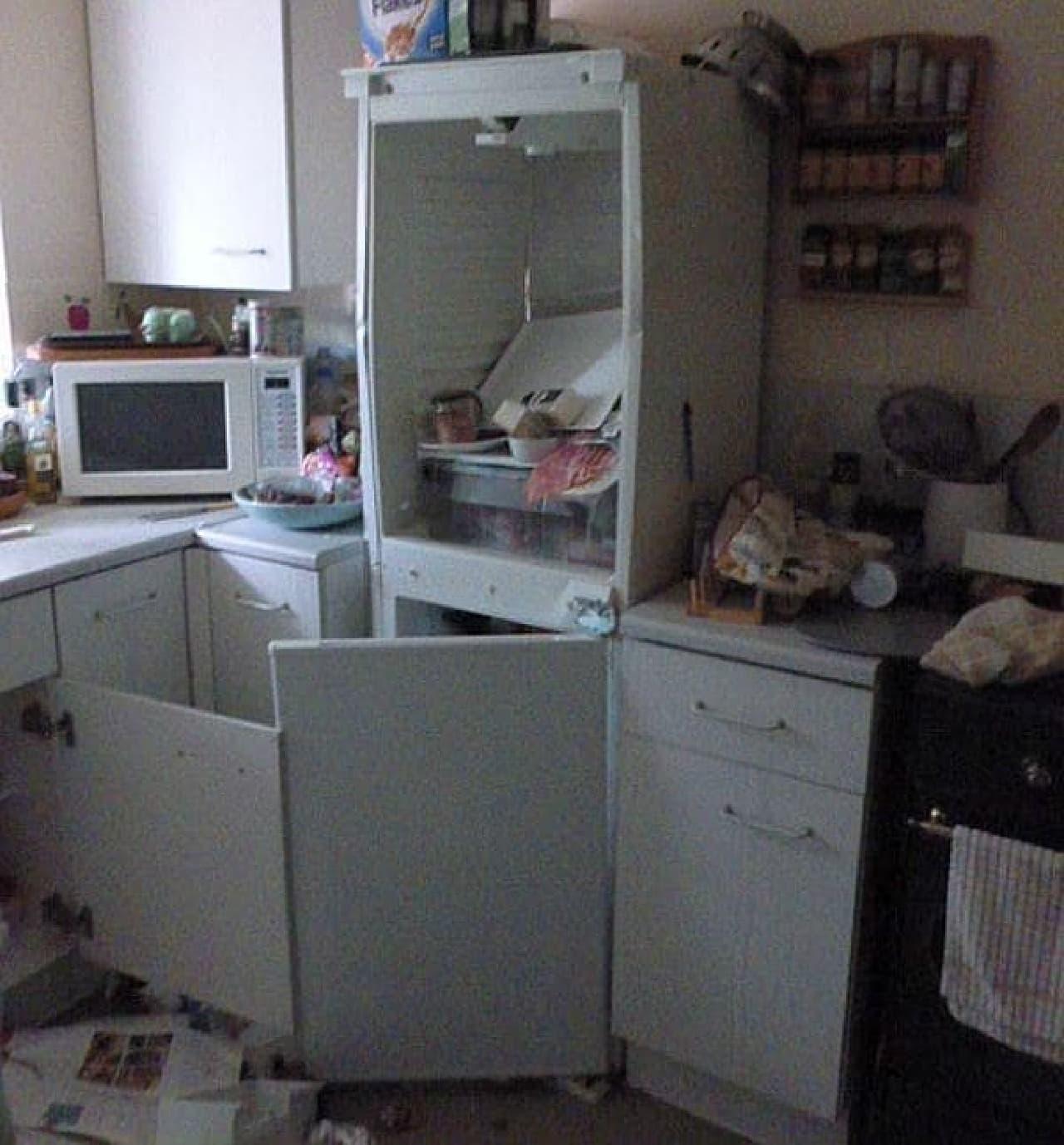 チャツネの爆発で、ドアが吹き飛んだ冷蔵庫(出典:The Sun)