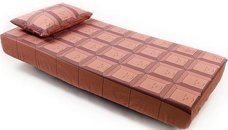 「フィッテッドシーツ」と「枕カバー」  チョコレートも眠ってます