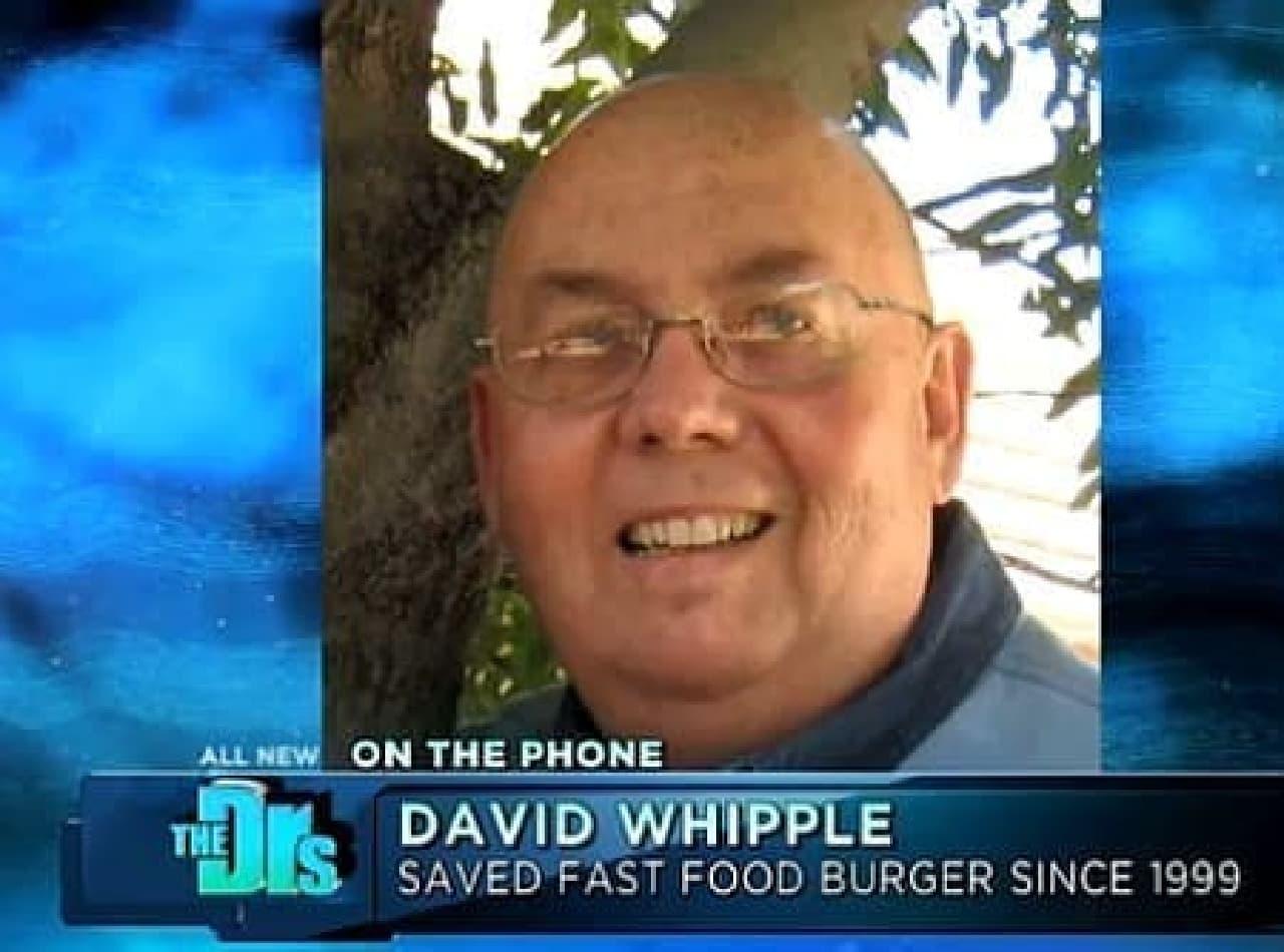 ハンバーガーを購入した David Whipple 氏(出典:CBS Television Distribution)