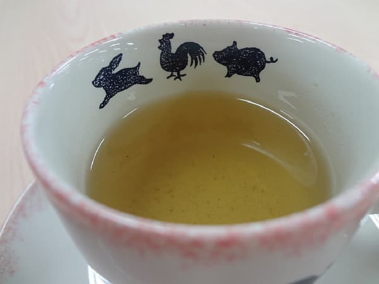 見た目は緑茶です
