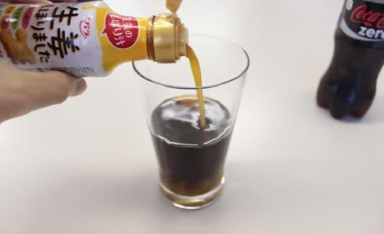 グラスの底で不穏な動き