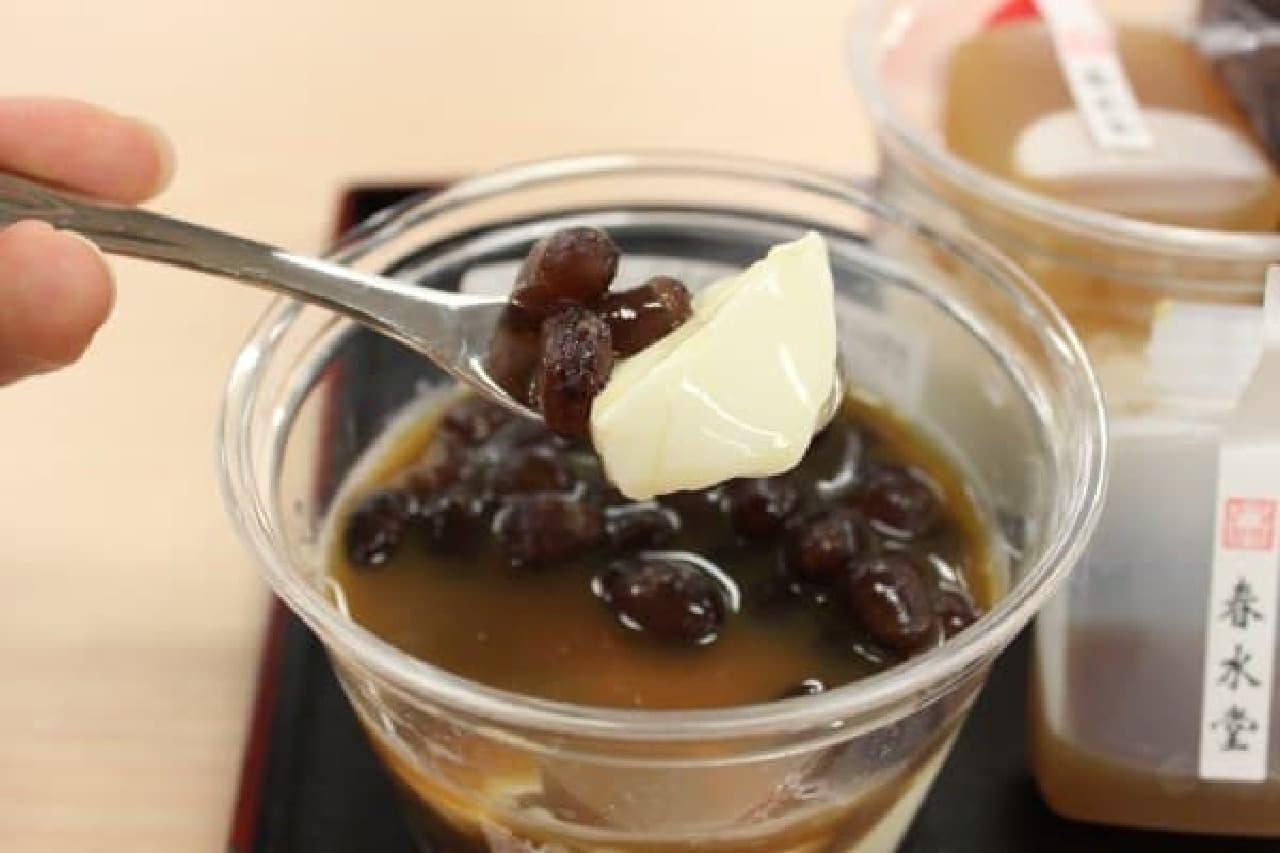 お茶をかけて食べる「茶々杏仁豆腐」