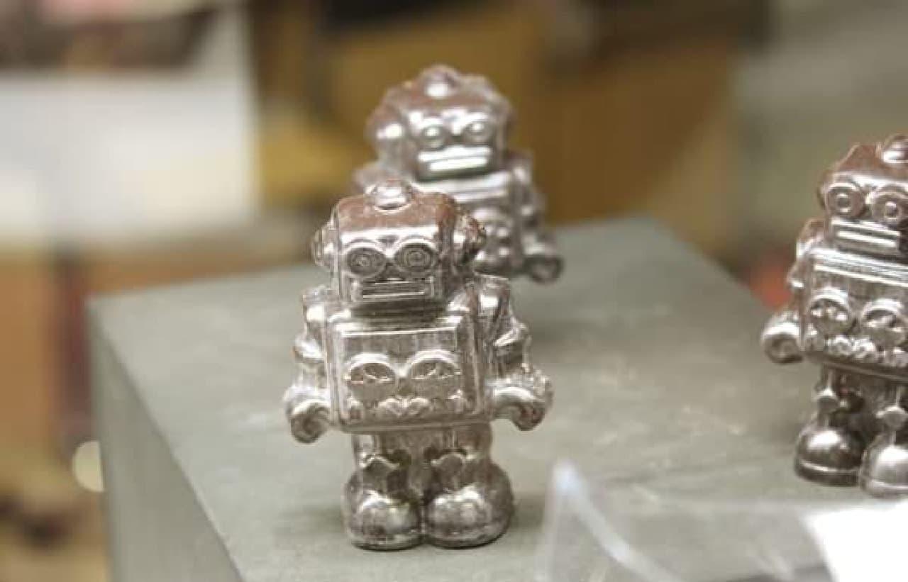 かわいいロボット型チョコ「SR-65」