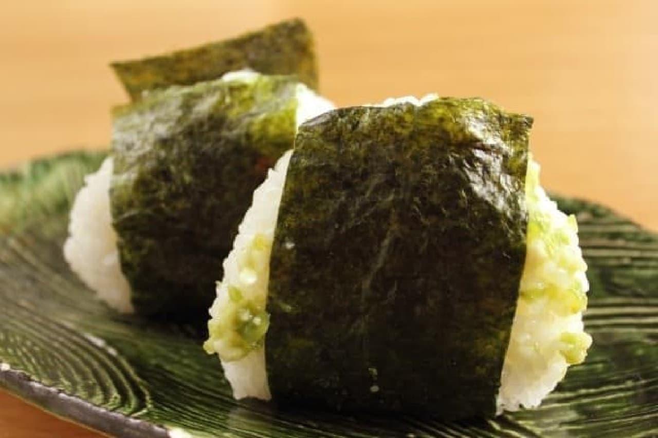 炊きたての新潟県産コシヒカリを、愛情たっぷりのおむすびに
