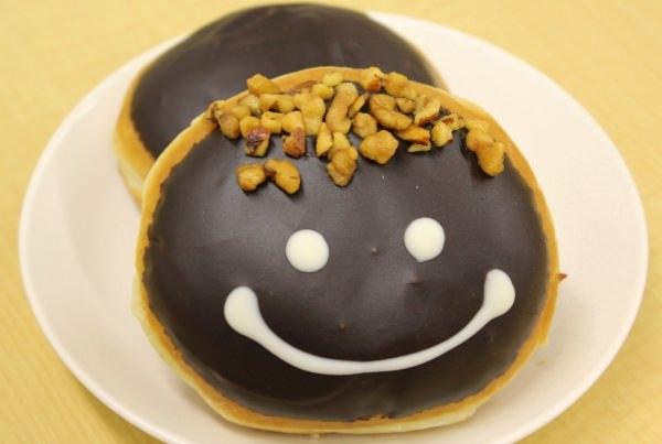 かわいい顔が描かれた「パパ ドーナツ」