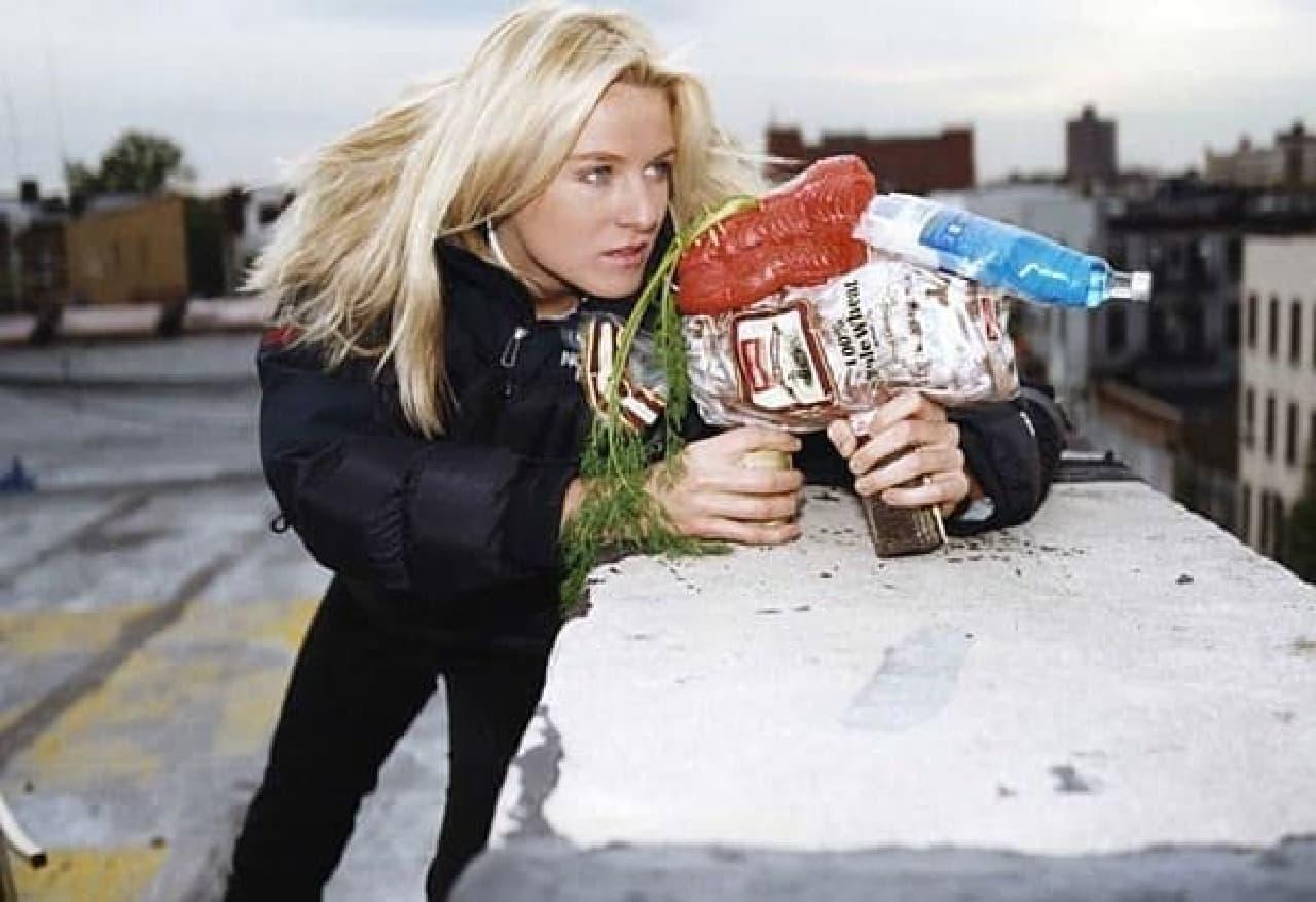 アイスランドの「グラフラックス」  「女スパイと機関銃」?