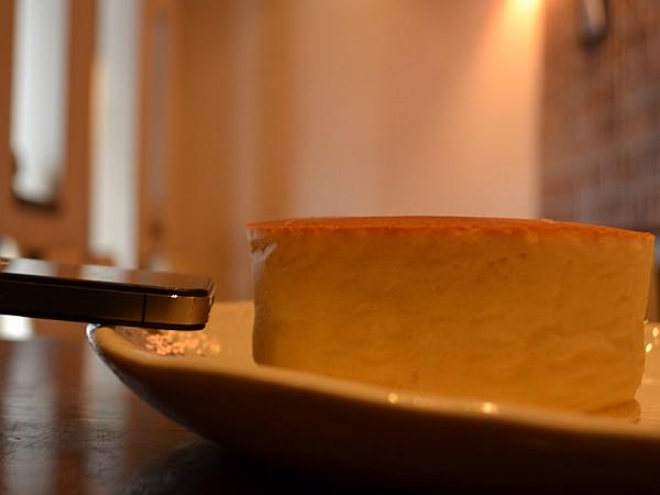 SONJIN のパンケーキの厚みは、iPhone およそ6台分