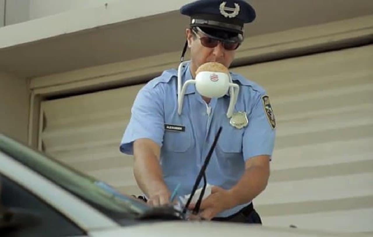 警察官だって、ワッパーを食べたいはずだ