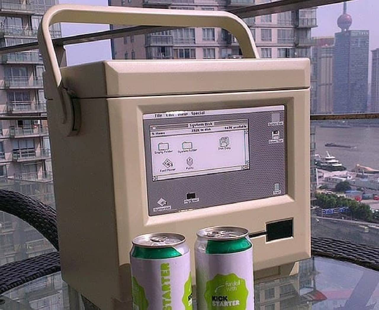 初期型 Macintosh をモチーフにしたクーラーボックス「MaCool(マックール)」