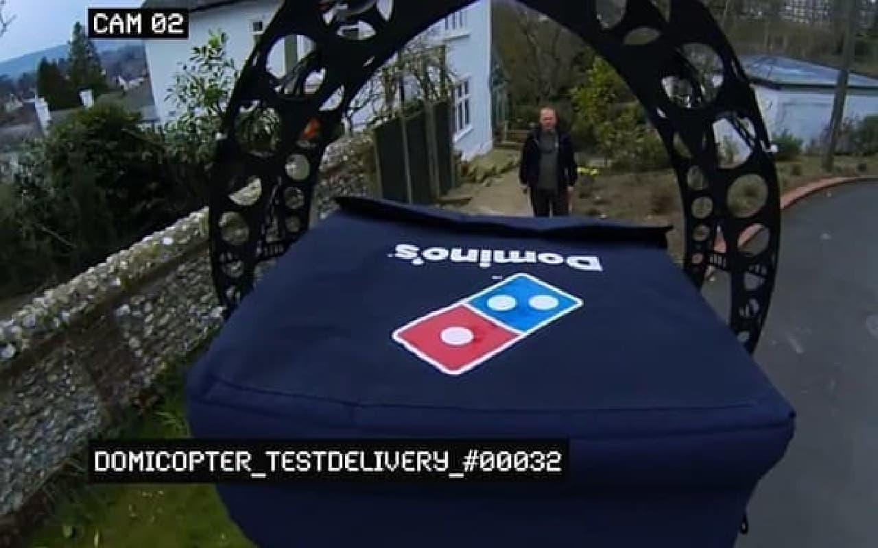 そして、顧客の元へ、ピザを届ける