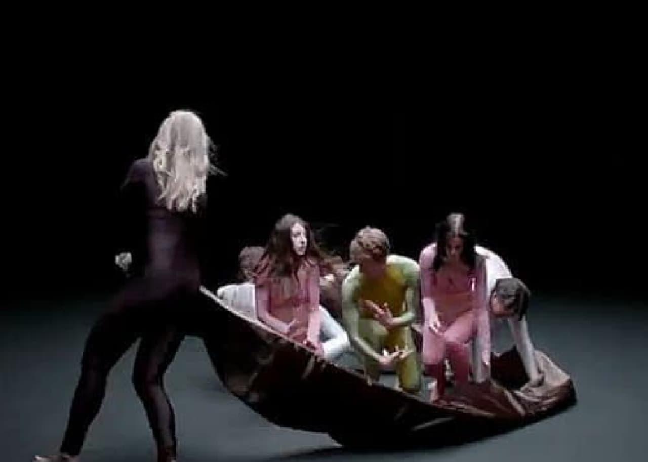 ダンサーたちは海苔で巻かれ