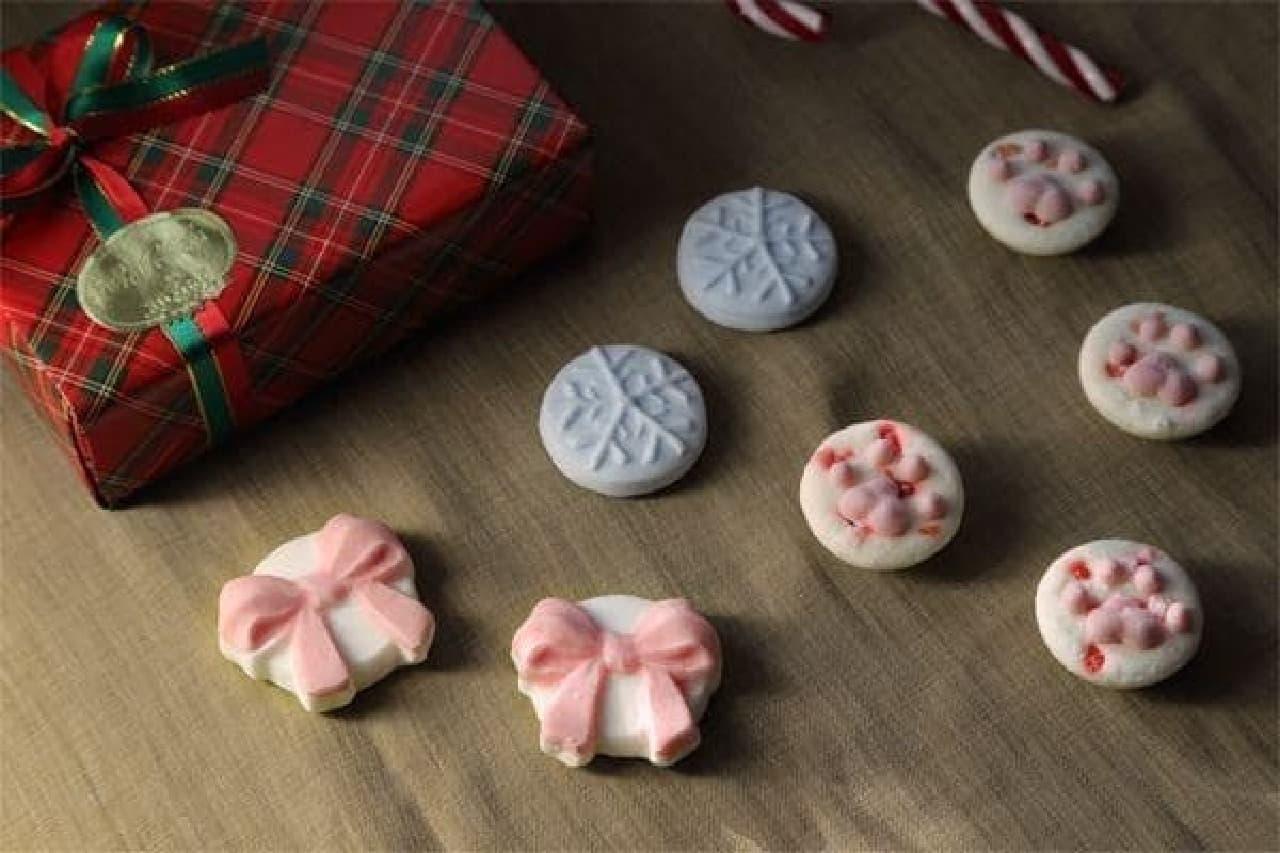 2013年クリスマスセットは、「ストロベリーチーズ肉球マシュマロ 4個」「りんご味リボンマシュマロ 2個」「レモン味スノークリスタルマシュマロ 2個」の詰め合わせ