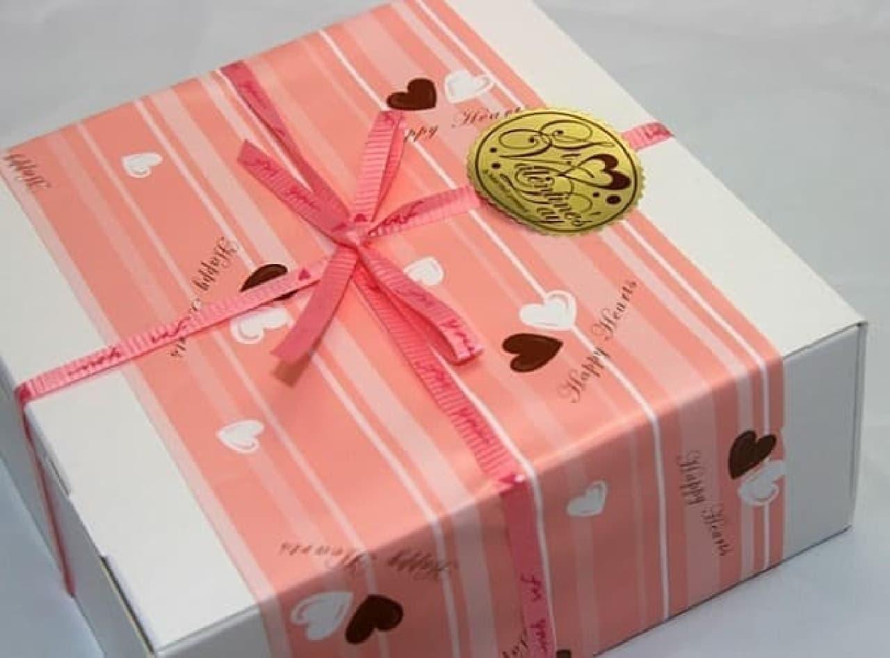 これがバレンタイン向け特別包装  あけてびっくり幼虫チョコ!