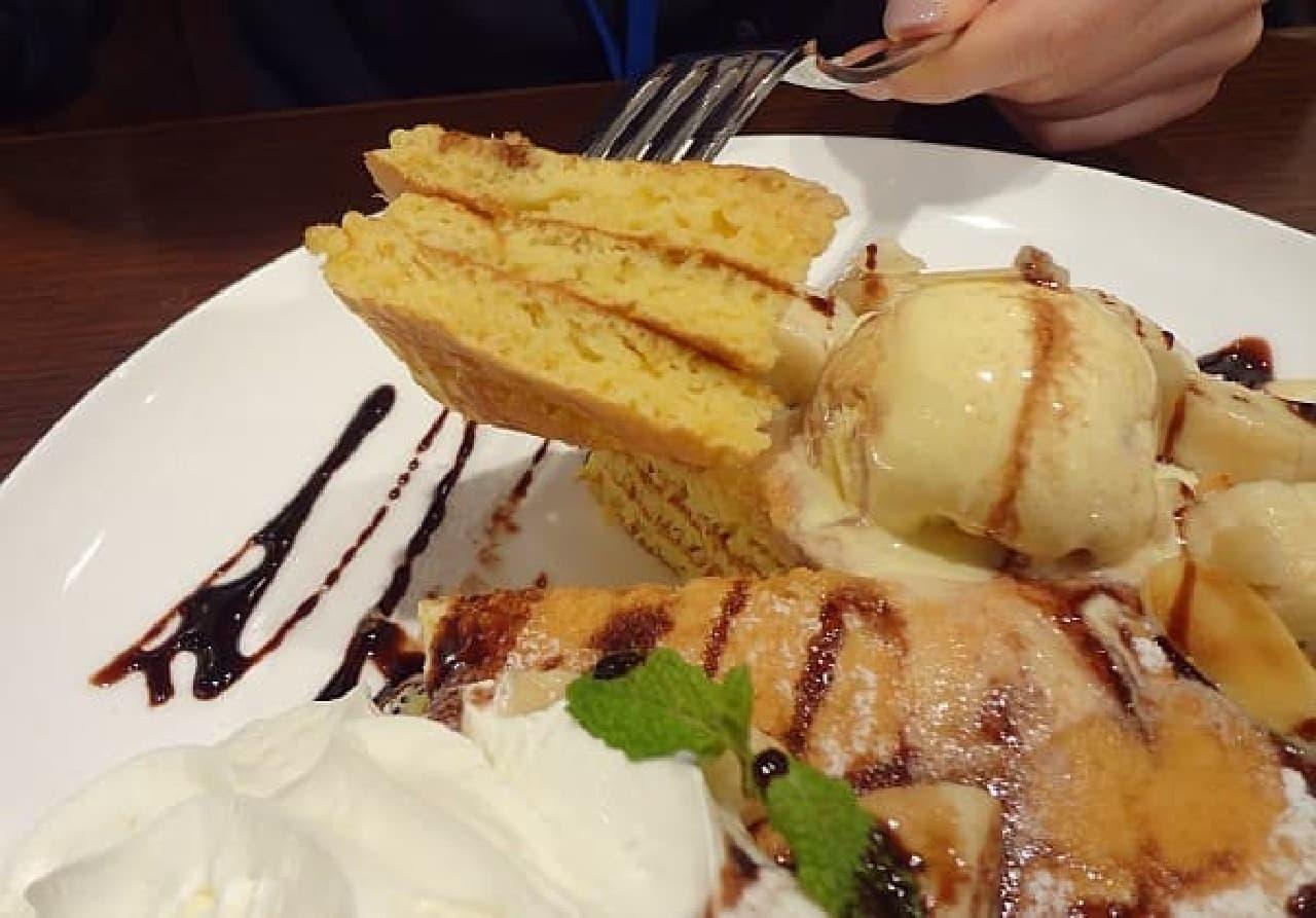 クア・アイナのパンケーキ断面  三枚重ねです