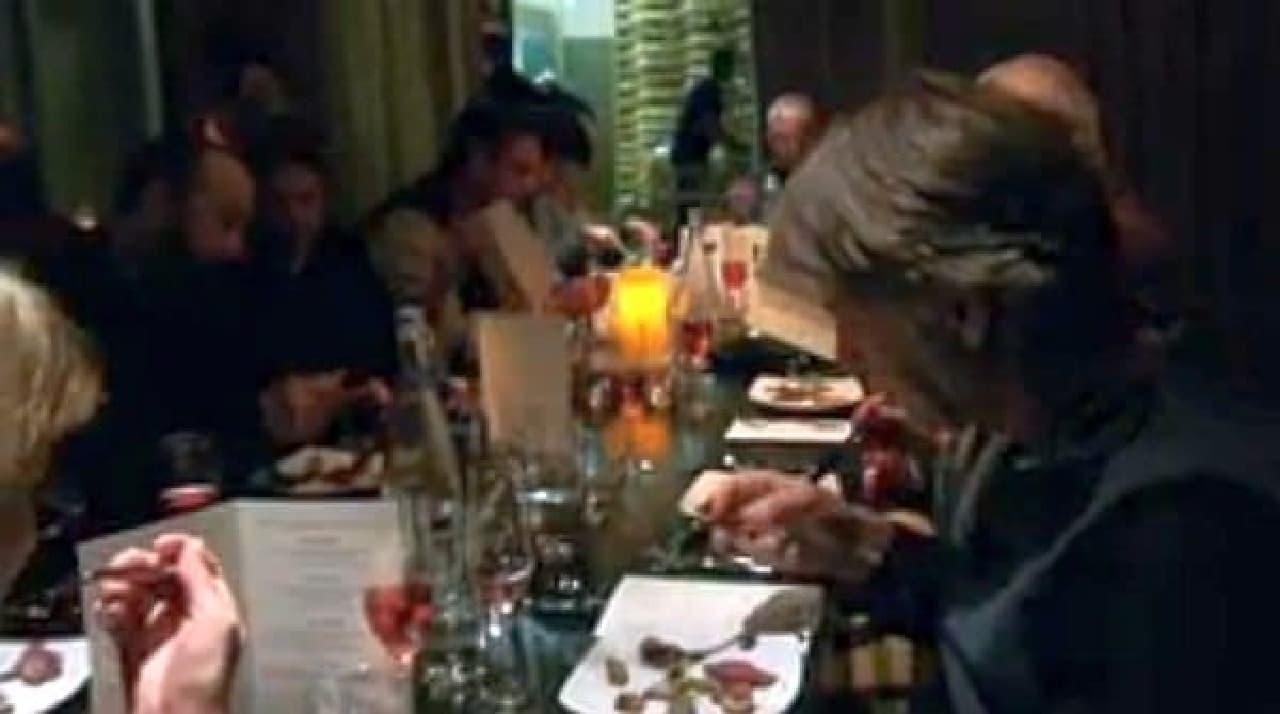 マリファナ豚を食べるシアトルの人々