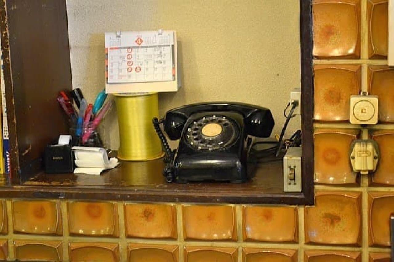 最近、目にすることの少なくなった黒電話  懐かしい!