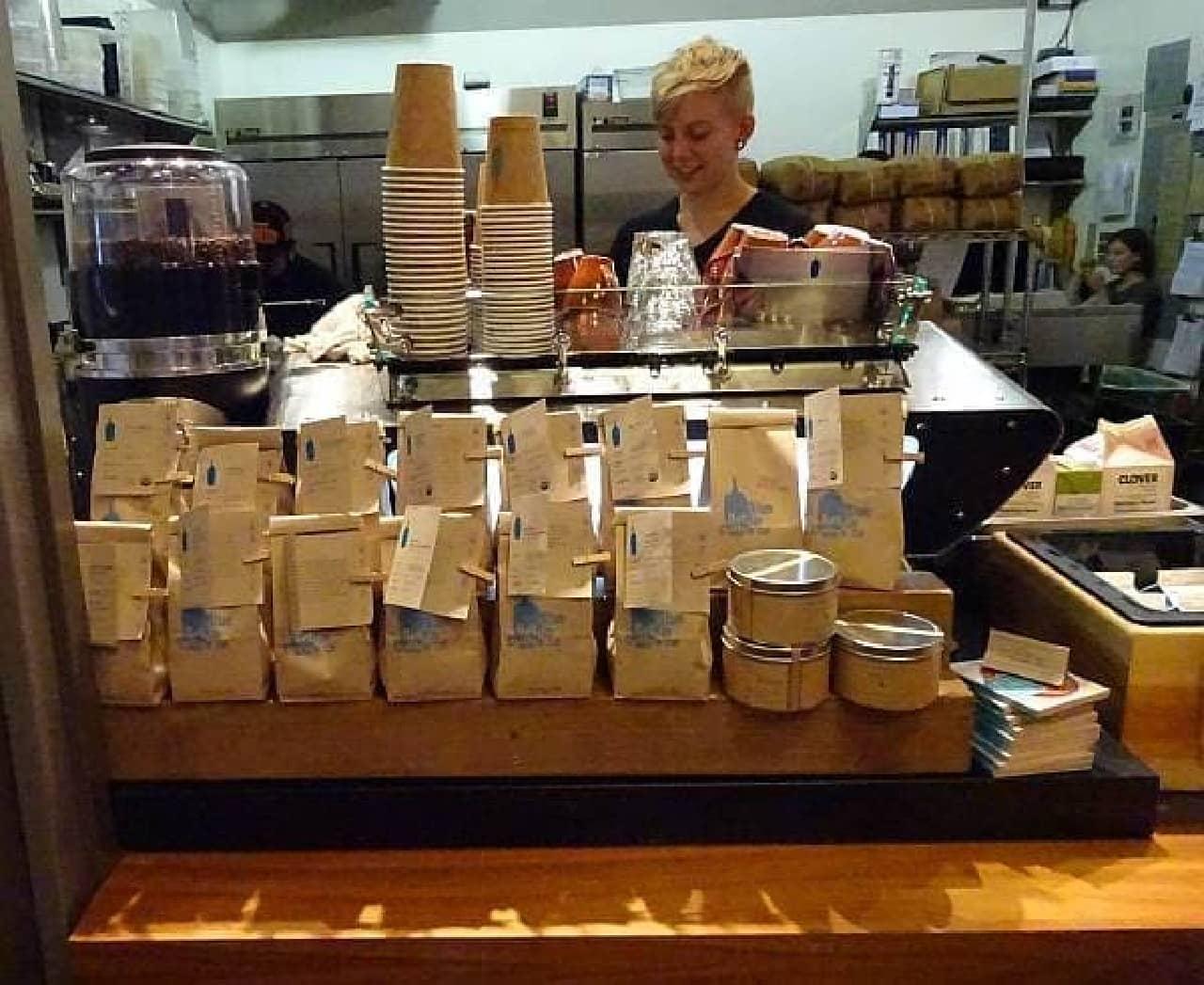 """1種類の豆だけを使ってコーヒーを淹れる""""シークレットカウンター""""  筆者はこのカウンターで提供されたラテを飲みました  癖が強いと感じた理由がわかりました!"""