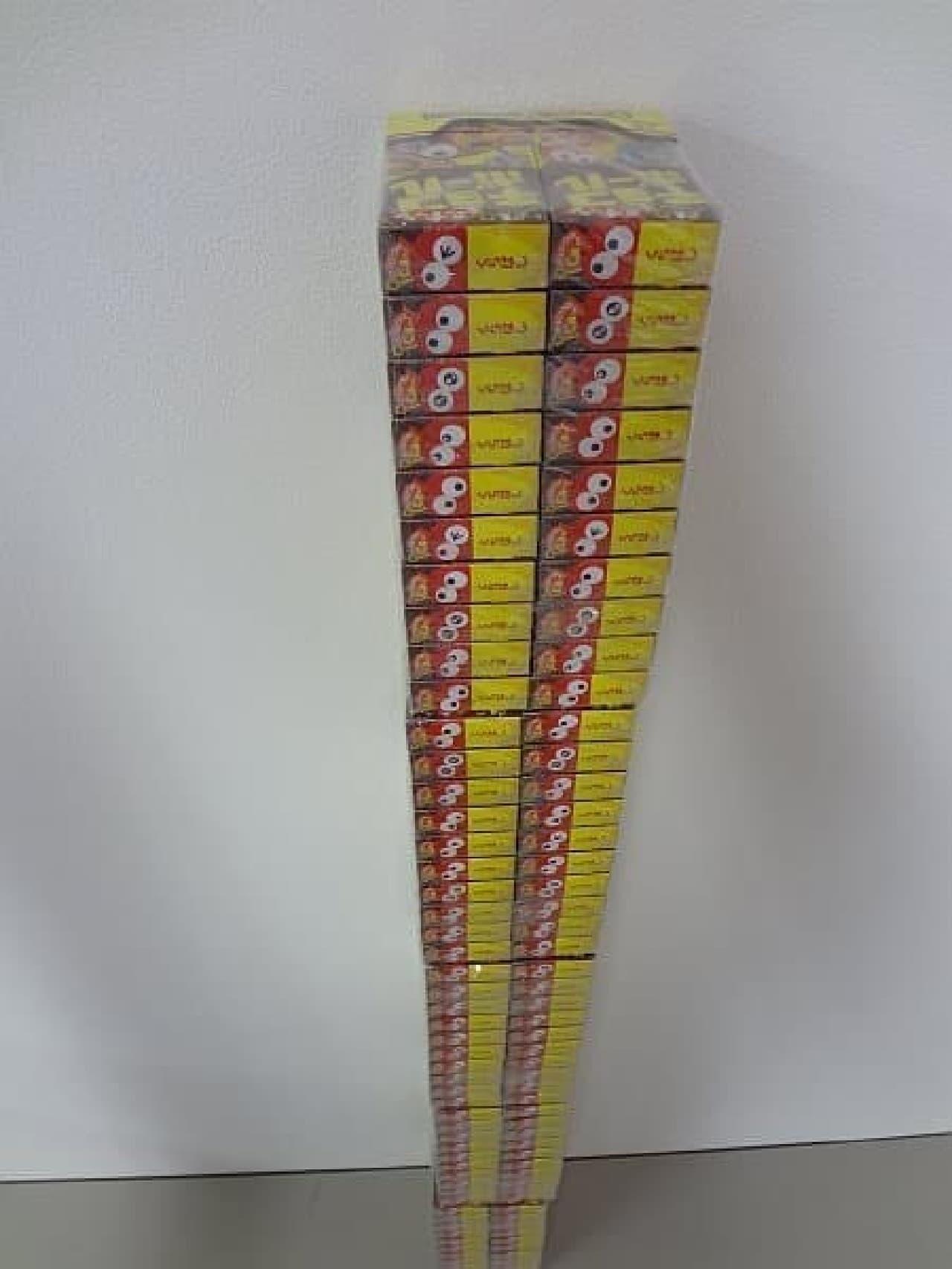 写真は、20箱入りパッケージを5つ縦に積み上げた例  これでも高さは1メートルあります