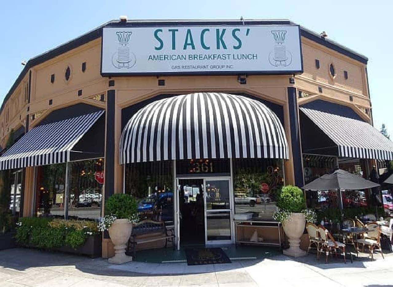 午後2時30分まで朝食が食べられるレストラン「スタックス」