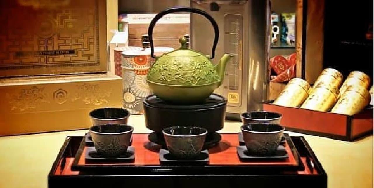 「Teavana(ティーバナ)」 が販売する茶器  本格的です