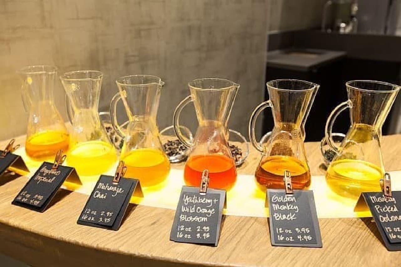 お茶バーでは、紅茶、緑茶、白茶などが楽しめます