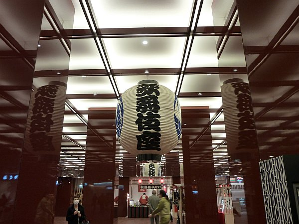 「フォション モバイルブティック」があるのは、歌舞伎座タワー地下2階の  「木挽町広場」です