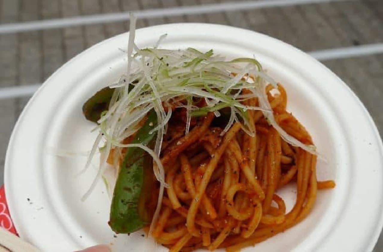 麺は細めで、ちょっぴり和風