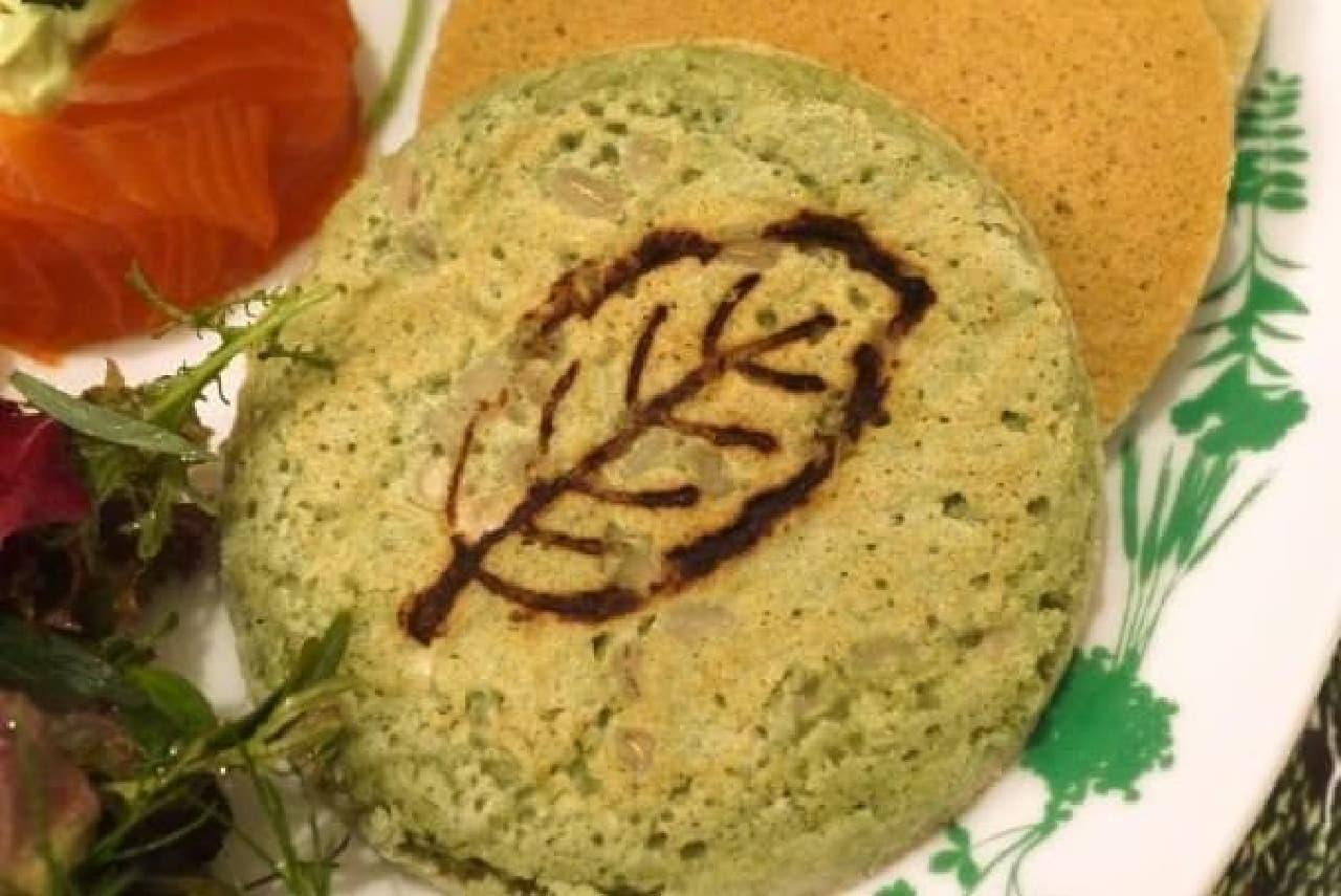 緑色のパンケーキには、