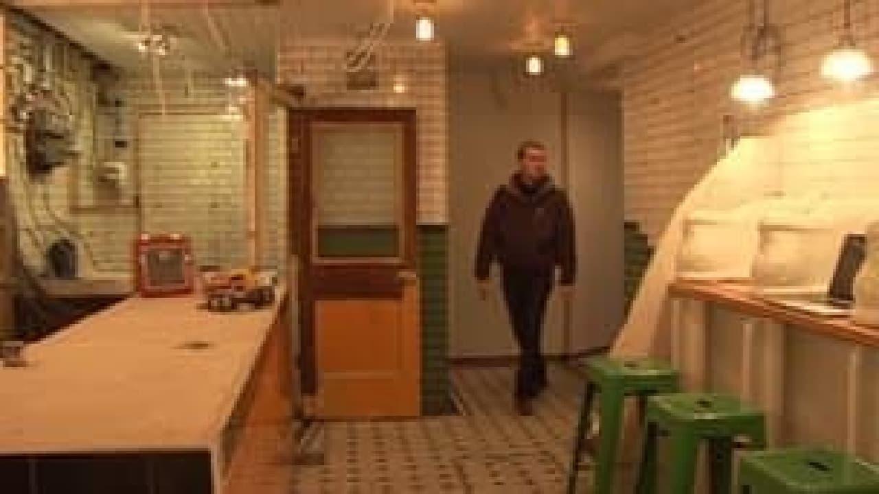 改装作業中の「The Attendant」(出典:BBC)  左手側がキッチン、右手側がテーブルです