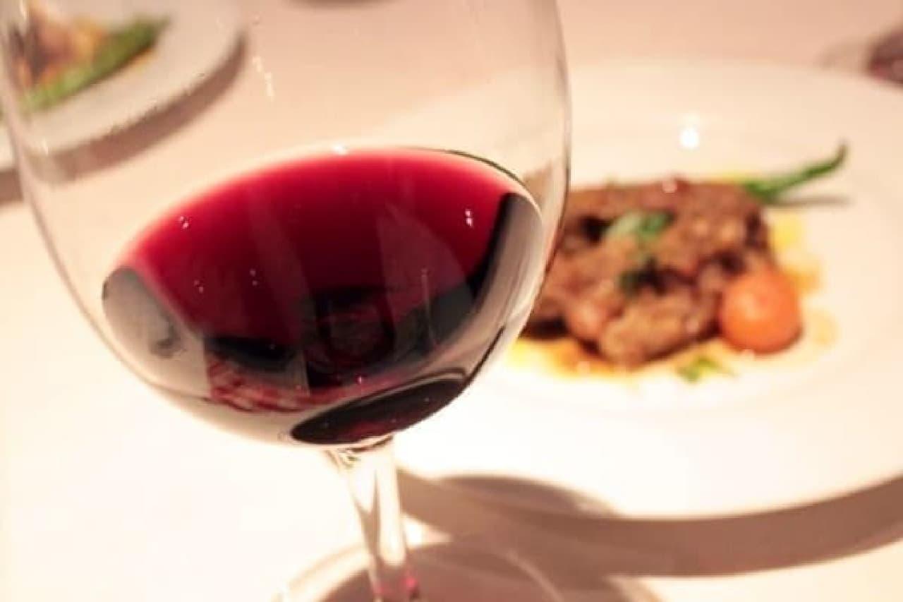 焼鳥を、ワインとともに...?