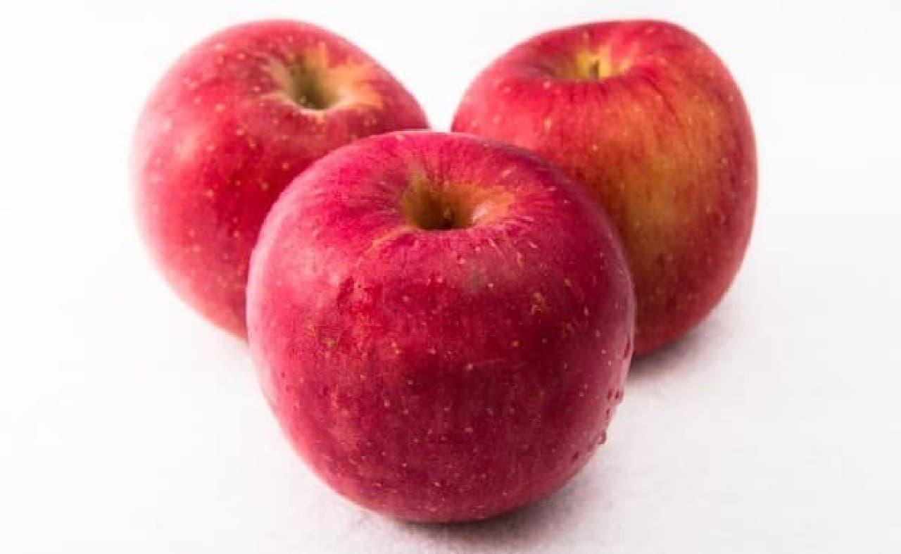 真っ赤でおいしそうなリンゴ