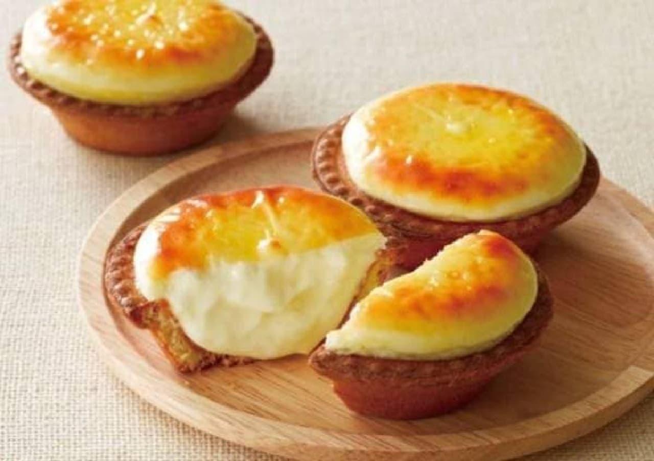 工房で焼き上げたチーズタルトが食べられる!