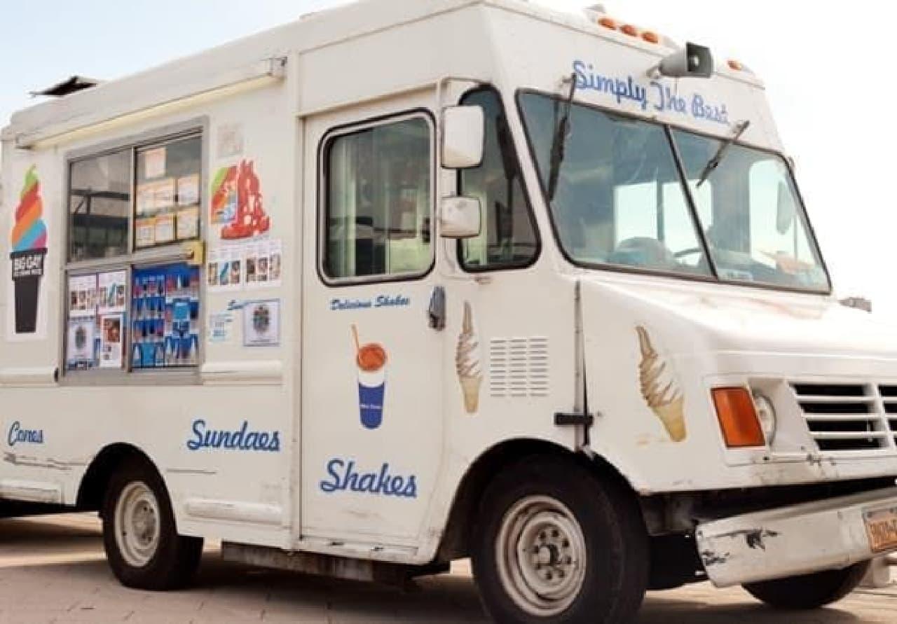 アイスクリーム販売車  (出典:Big Gay Ice Cream 公式サイト)
