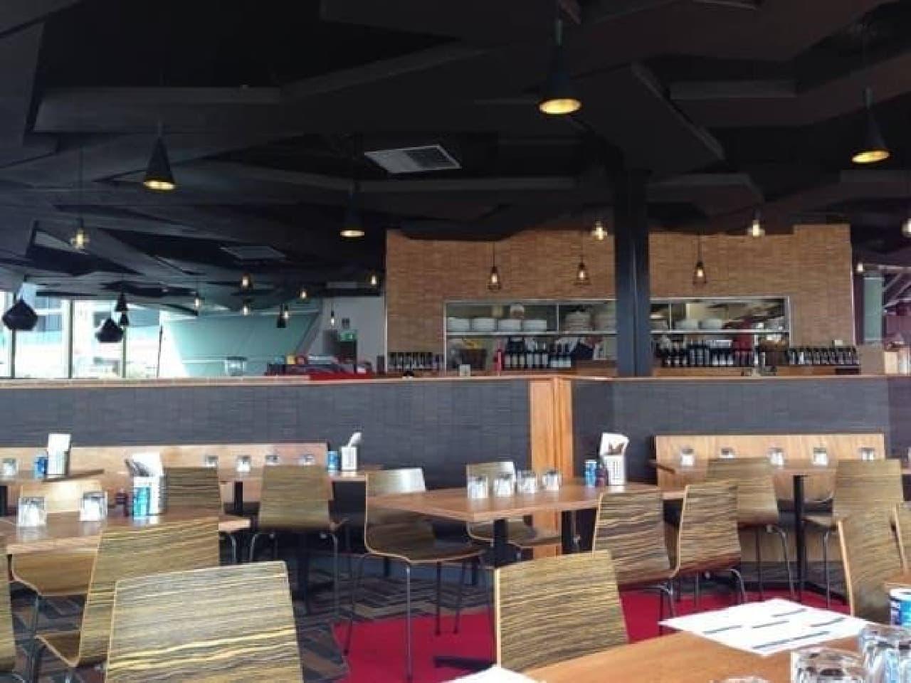 広々としたカフェ店内  (出典:Cargo Restaurant bar 公式 Facebook ページ)