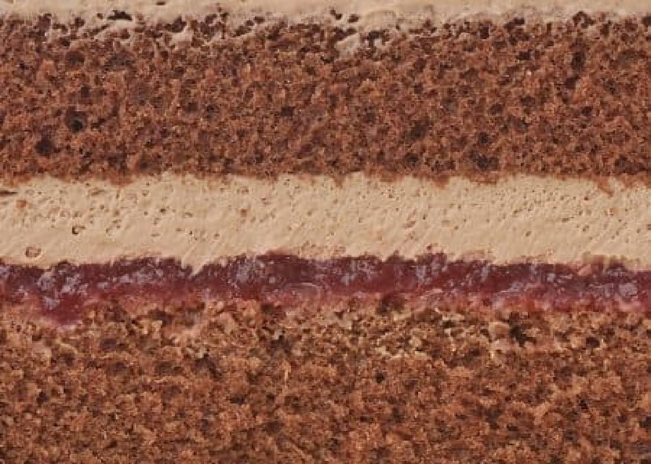 チョコスポンジで苺ジャムとチョコクリームをサンド