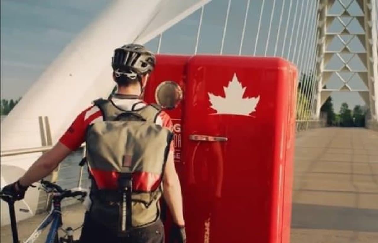 カナダの国歌をうたえる者だけが開けられる