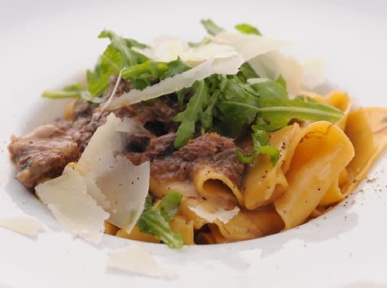 パスタにも肉がたっぷり。肉を味わいつくせ!
