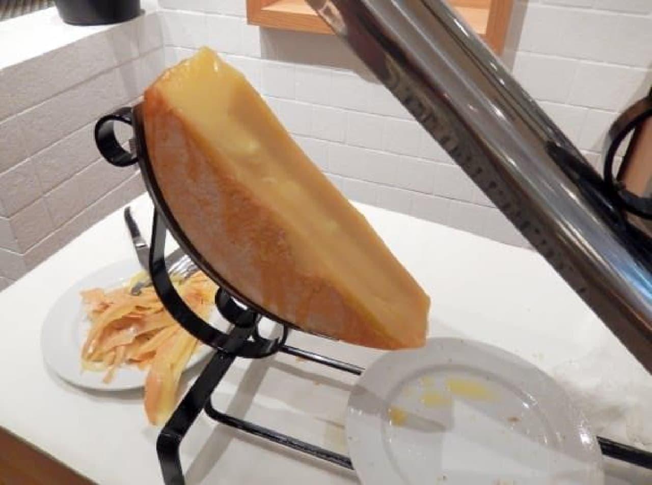 ラクレットチーズ。絶対美味しいやつやん…