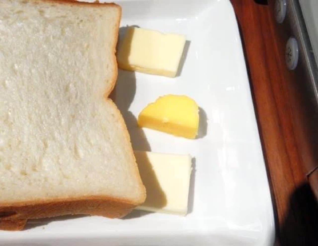 上からエシレバター、自家製バター、よつ葉バター  自家製バターだけ黄色い