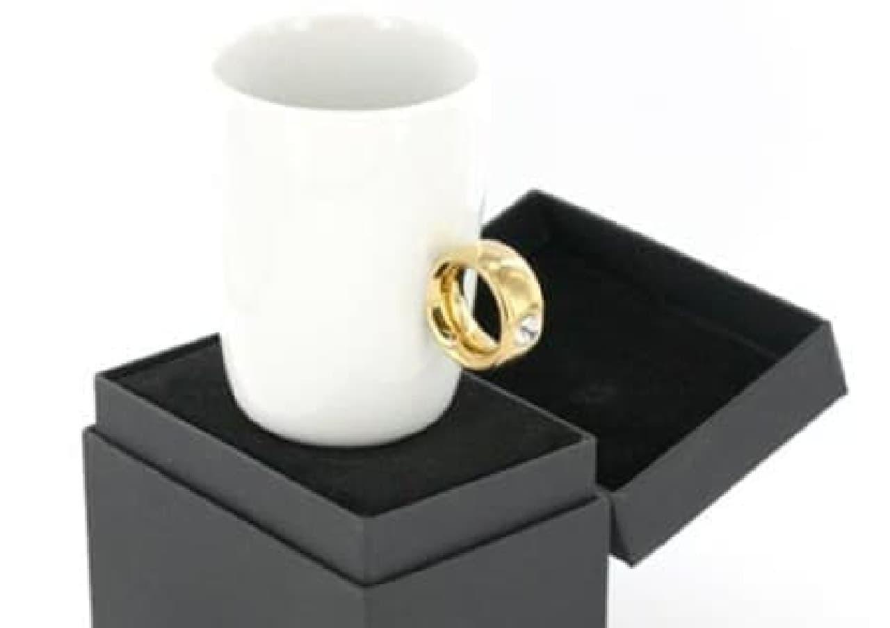ちょうど薬指に指輪が引っかかるデザイン